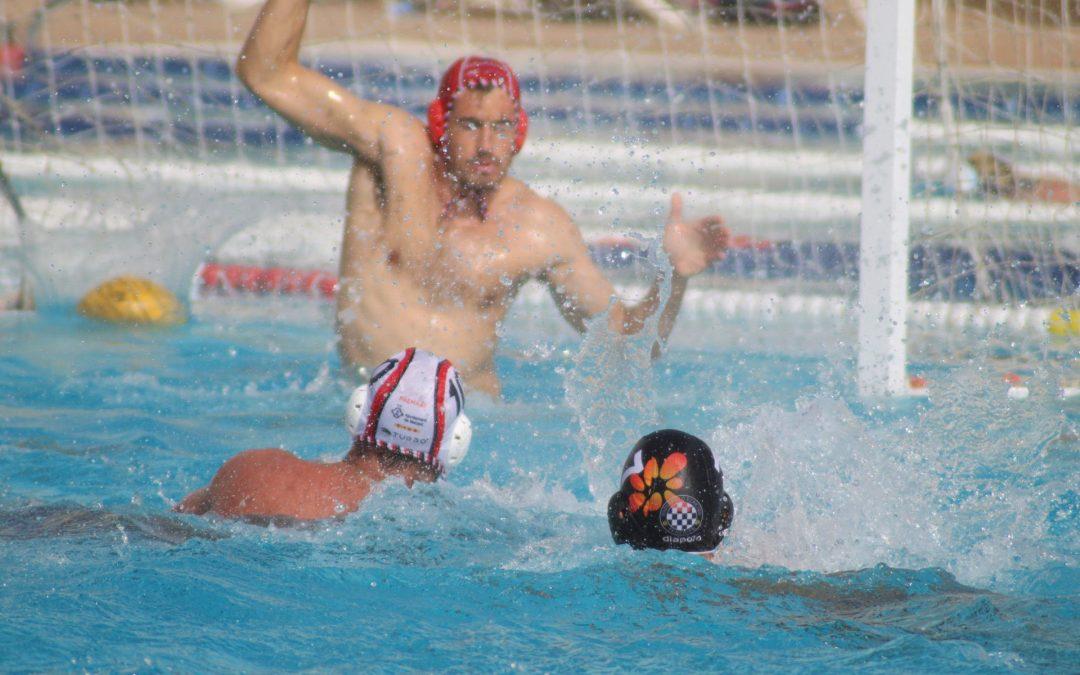 El Waterpolo Tenerife Echeyde sufre una dura derrota frente al Mataró en una mañana gris con imprecisiones